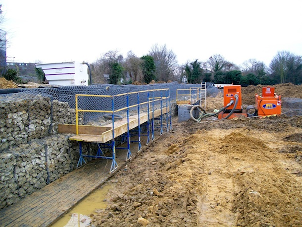 06 Civil Engineering - SafeStand has been used regularly on civil engineering sites for works such as Gabion Wall construction (Carillion & Balfour Beatty Construction), Reinforced Earth Wall Construction and Motorway Retaining Wall Construction (Birse Civils) and Culvert Construction (Barhale Construction).